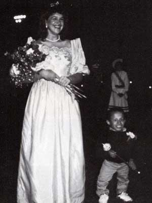 verne troyer prom picture