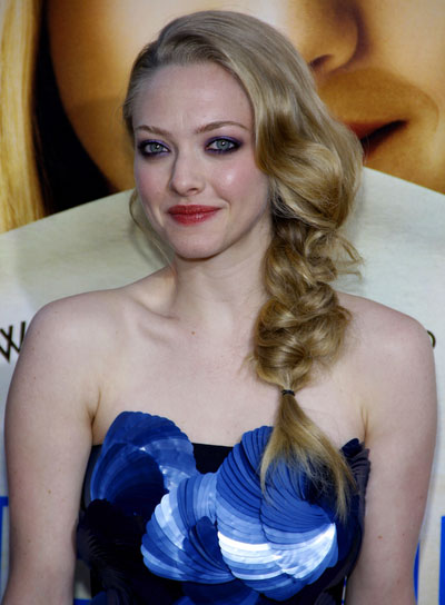 Amanda Seyfried Chic, Blonde Hairstyle with Braids and Twists
