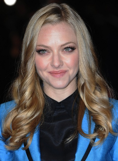 Amanda Seyfried Long, Curly, Chic, Blonde Hairstyle