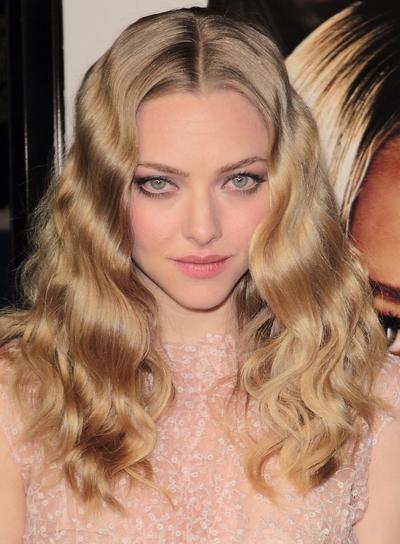Amanda Seyfried Medium, Wavy, Romantic, Sophisticated, Blonde Hairstyle