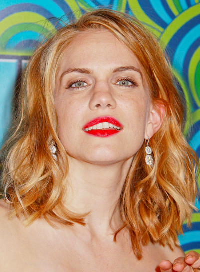 Anna Chlumsky's Long, Tousled, Blonde, Wavy Hairstyle