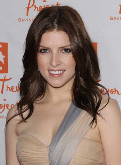 Anna Kendrick Long, Sophisticated, Wavy, Brunette Hairstyle