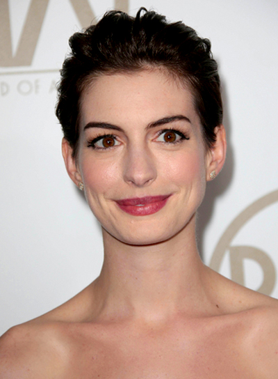 Anne Hathaway's Chic, Romantic, Short, Brunette Hairstyle