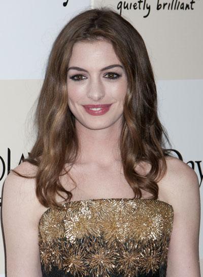 Anne Hathaway Long, Wavy, Romantic, Brunette Hairstyle