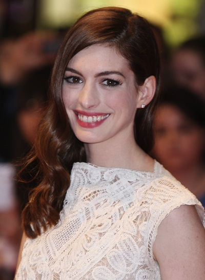 Anne Hathaway Long, Wavy, Sophisticated Hairstyle