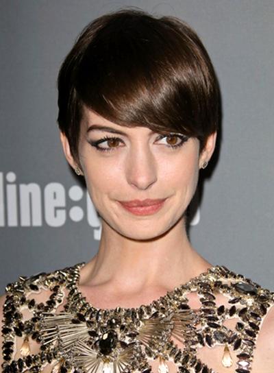 Anne Hathaway's Short, Brunette, Chic, Straight Hairstyle
