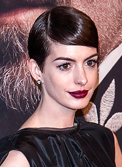 Anne Hathaway's Short, Sophisticated, Chic, Brunette Hairstyle