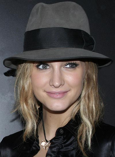 Ashlee Simpson Wavy, Blonde Bob