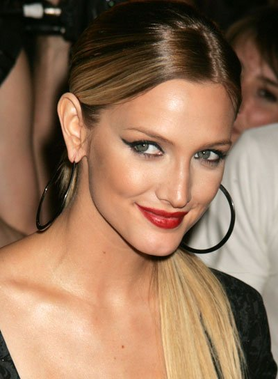 Ashlee Simpson Sedu, Sophisiticated Ponytail