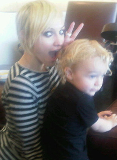 Ashlee Simpson Short, Blonde Chic Hairstyle