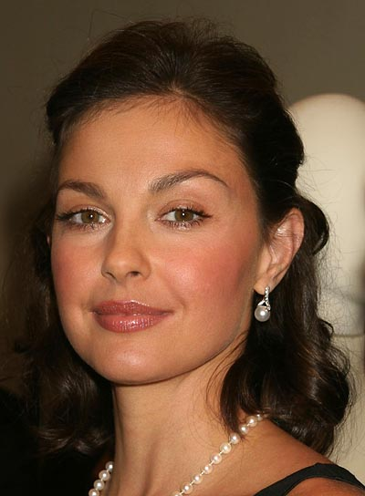 Ashley Judd Sophisticated, Brunette Half Updo