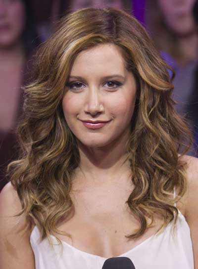 Ashley Tisdale Medium, Wavy Hairstyle with Highlights