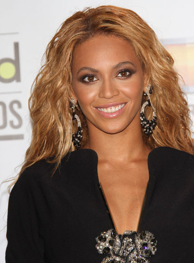 Beyonce Knowles Tousled, Wavy Hairstyle