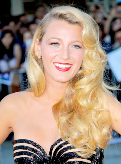 Blake Lively's Long, Blonde, Wavy, Romantic Hairstyle