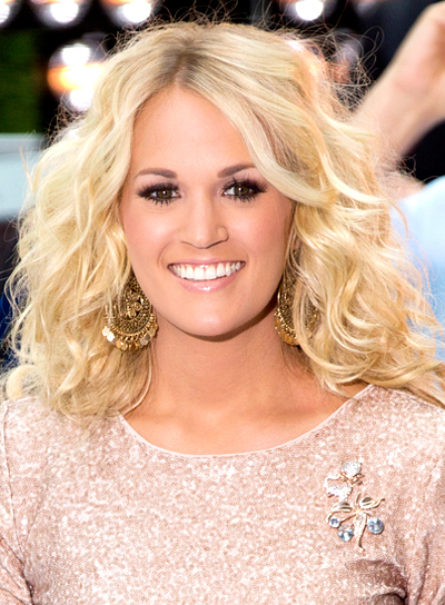Carrie Underwood's Blonde, Wavy, Tousled, Romantic Hairstyle
