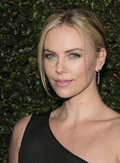 Charlize Theron's Chic, Straight, Blonde Updo