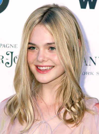 Elle Fanning Medium, Tousled, Blonde, Sophisticated Hairstyle Pictures