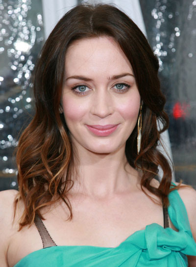 Emily Blunt Medium, Wavy, Brunette Hairstyle