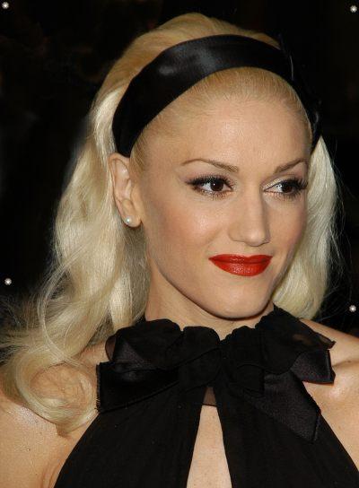 Gwen Stefani Medium, Blonde Hairstyle
