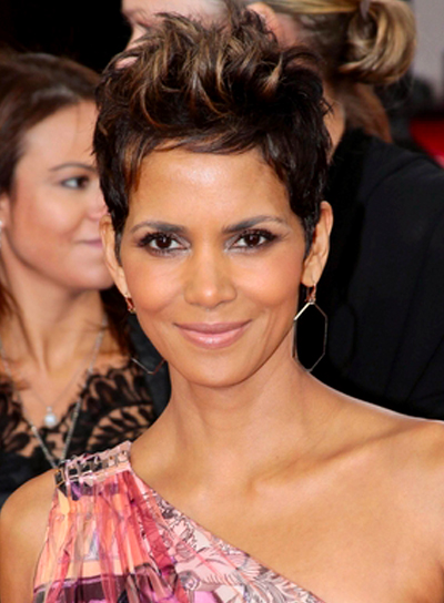 Halle Berry's Short, Brunette, Edgy Hairstyle with Highlights
