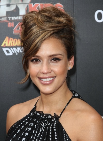 Jessica Alba Sophisticated, Edgy, Funky, Brunette Hairstyle with Highlights