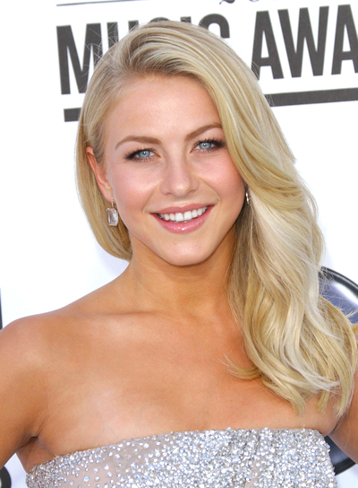 Julianne Hough's Romantic, Wavy, Blonde, Party Hairstyle
