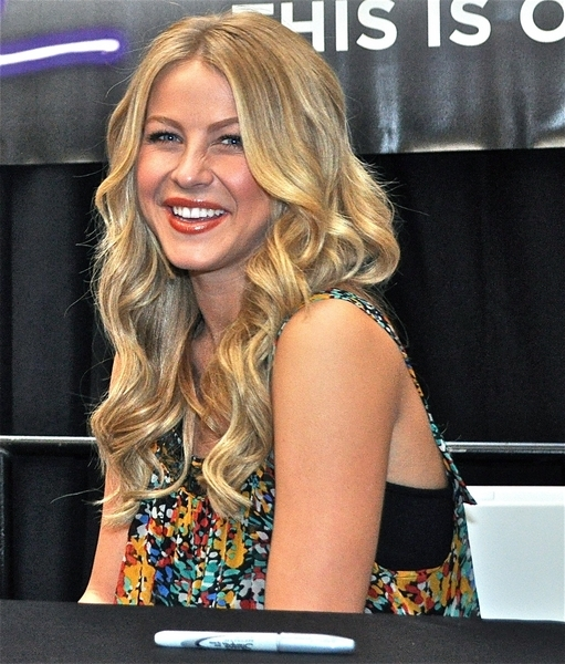 Julianne Hough Long, Curly, Blonde, Sexy Hairstyle