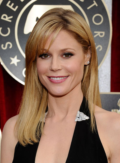 Julie Bowen Medium, Straight, Blonde Hairstyle with Bangs