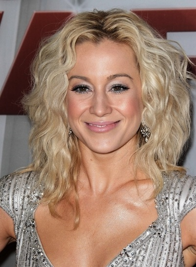 Kellie Pickler Curly, Chic, Blonde Hairstyle
