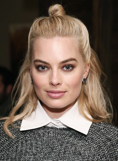Margot Robbie with a Long, Blonde, Funky, Half Updo Hairstyle Pictures