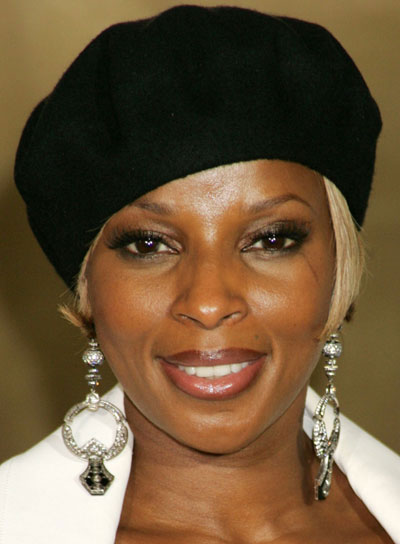Mary J. Blige Short, Sophisticated Hairstyle