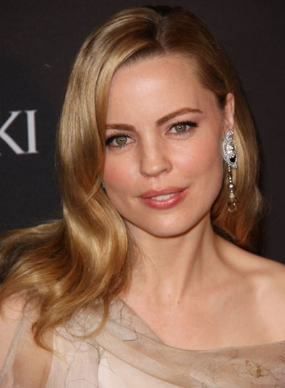 Melissa George Romantic, Chic, Blonde Hairstyle