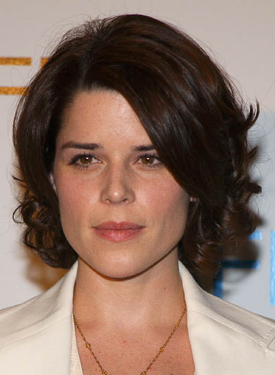 Neve Campbell Romantic, Curly Hairstyle