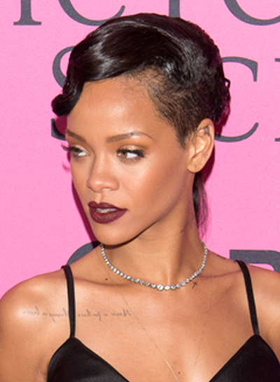 Rihanna's Short, Edgy, Chic, Wavy Hairstyle