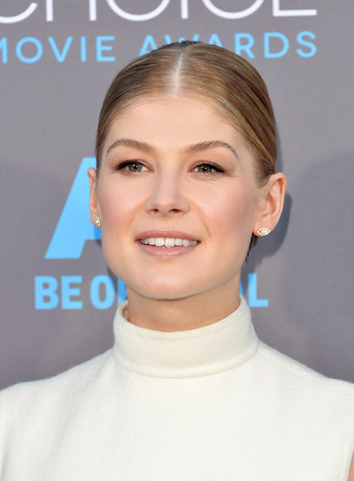 Rosamund Pike with a Chic, Short, Blonde Updo Hairstyle Pictures