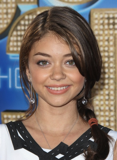 Sarah Hyland Medium, Chic, Brunette Hairstyle with Braids and Twists