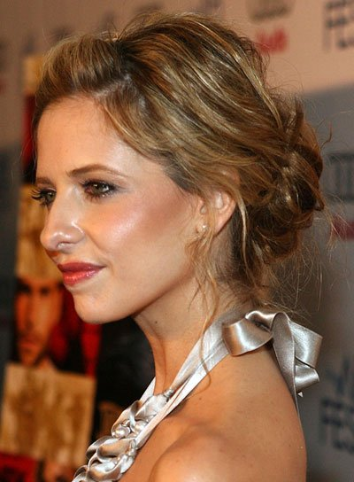 Sarah Michelle Gellar Tousled, Brunette Updo with Highlights
