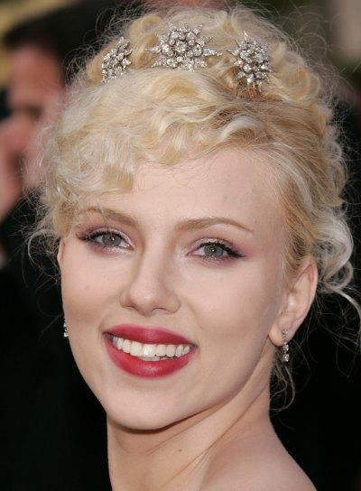 Scarlett Johansson Curly, Blonde Updo