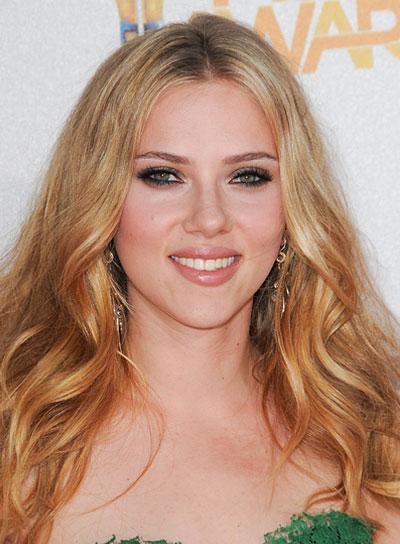 Scarlett Johansson Wavy, Tousled, Blonde Hairstyle