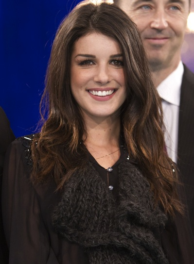 Shenae Grimes Tousled, Sophisticated, Brunette Hairstyle