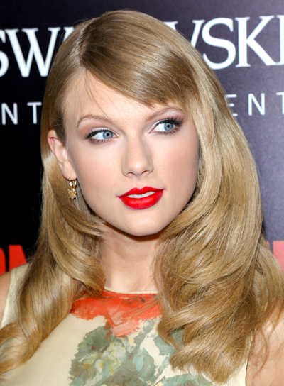Taylor Swift's Long, Blonde, Romantic, Sophisticated Hairstyle