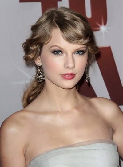 Taylor Swift Romantic, Curly, Blonde Ponytail