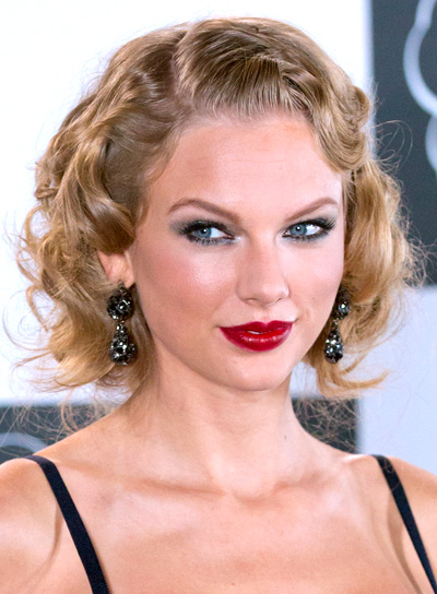Taylor Swift's Curly, Sophisticated, Blonde, Bob Hairstyle