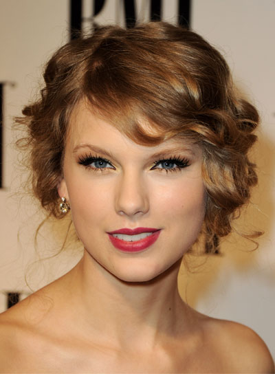 Taylor Swift Curly, Romantic Updo