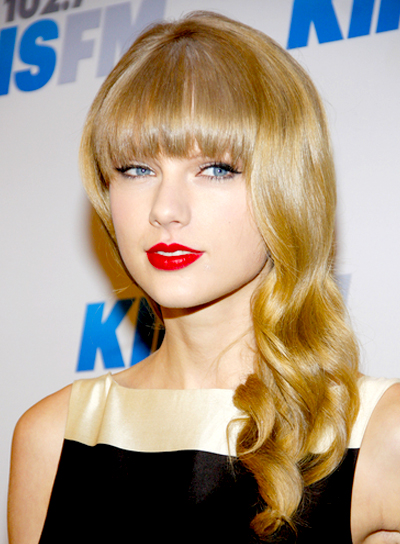 Taylor Swift's Long, Blonde, Wavy Hairstyle with Bangs