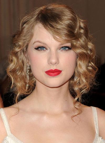 Taylor Swift Medium, Blonde, Curly Updo